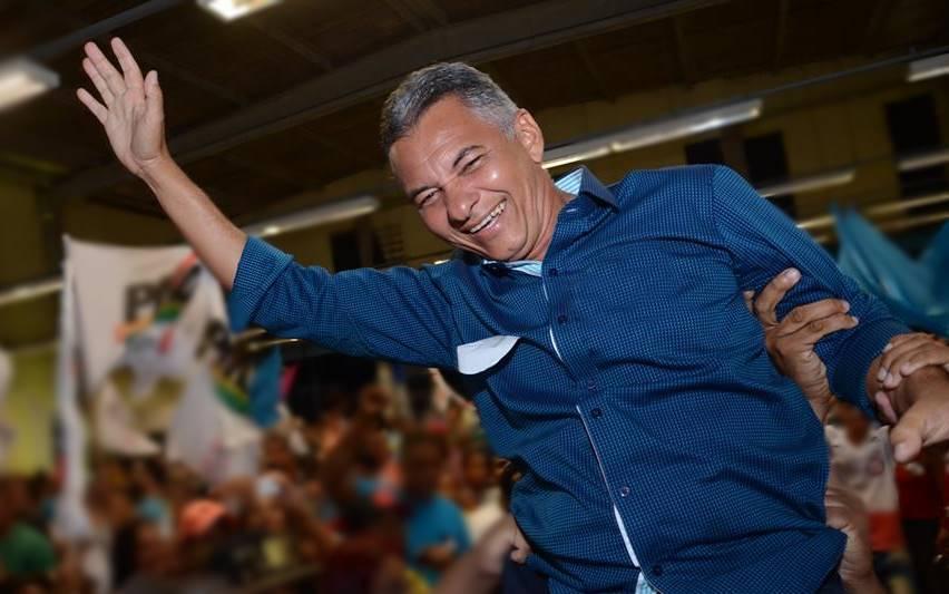 Dinha é reeleito em Simões Filho com quase 34 mil votos