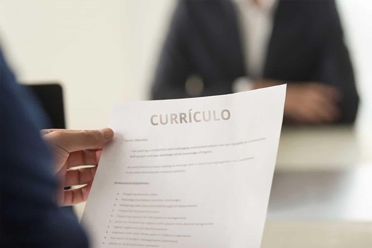 Escritório de advocacia anuncia vaga de emprego em Simões Filho