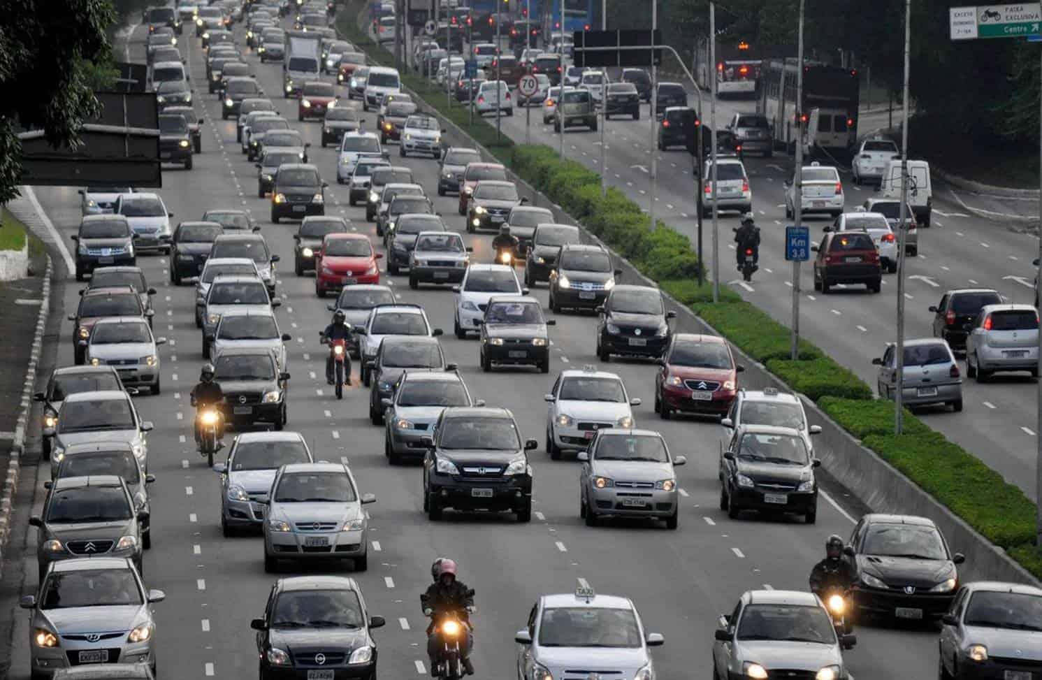 Projeto de Lei aumenta a velocidade permitida nas ruas e estradas