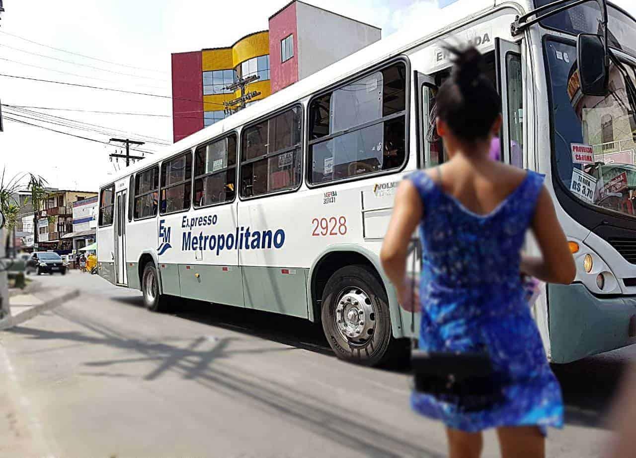Simões Filho suspende transporte e manda fechar as lojas novamente