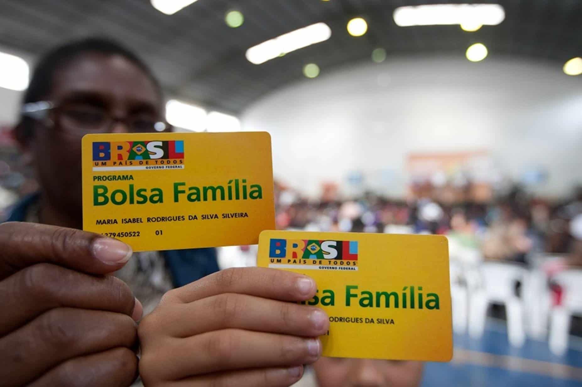 Governo desiste do Renda Cidadã e planeja ampliar Bolsa Família em 2021