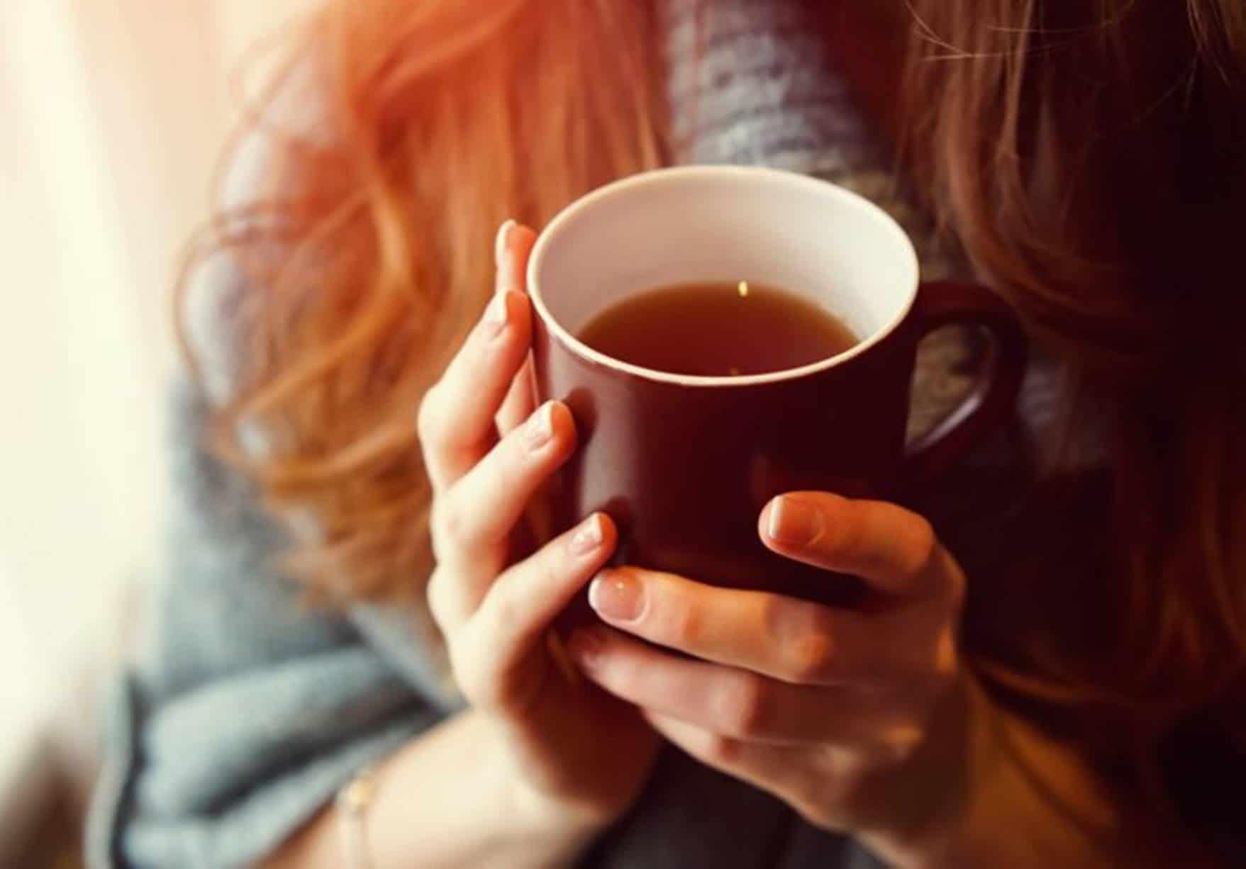 Mulher com chá