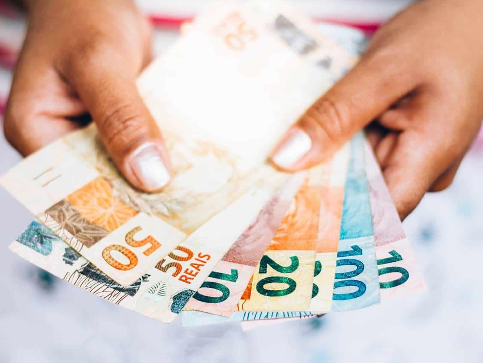 Bolsa Família com auxílio de R$ 1.200 pode se tornar permanente: entenda