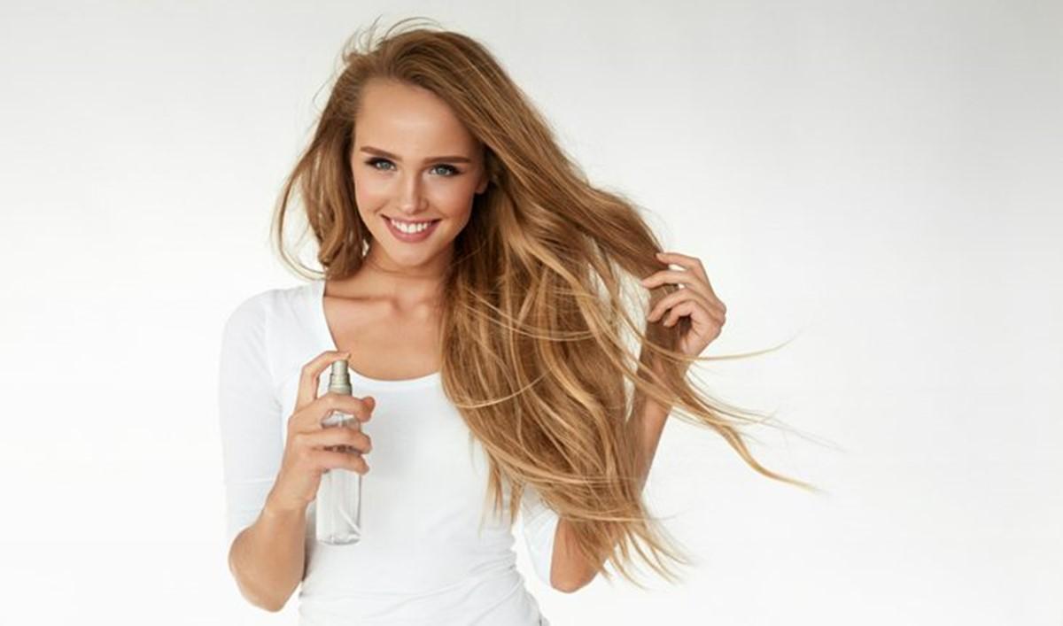 Truques para tirar a oleosidade do cabelo sem ter que lavá-los