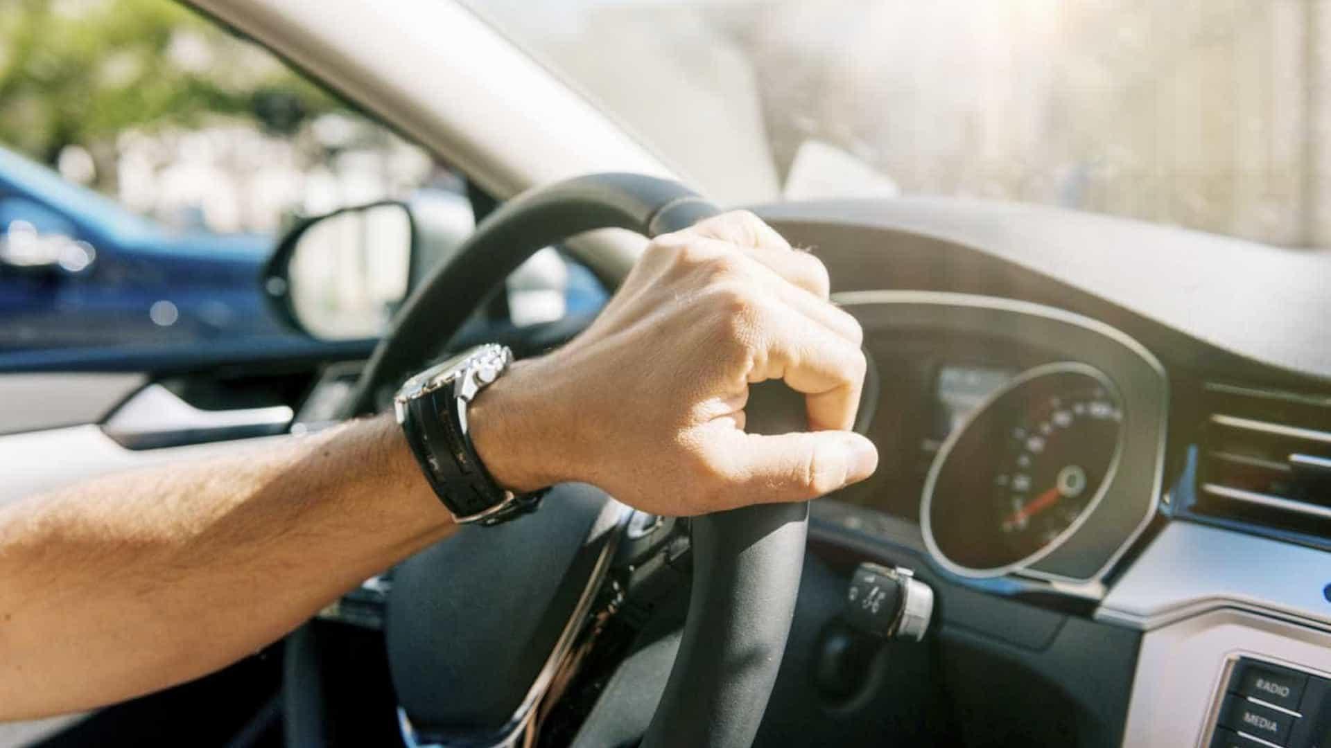 Motorista que exceder velocidade superior a 50% perde a CNH: entenda