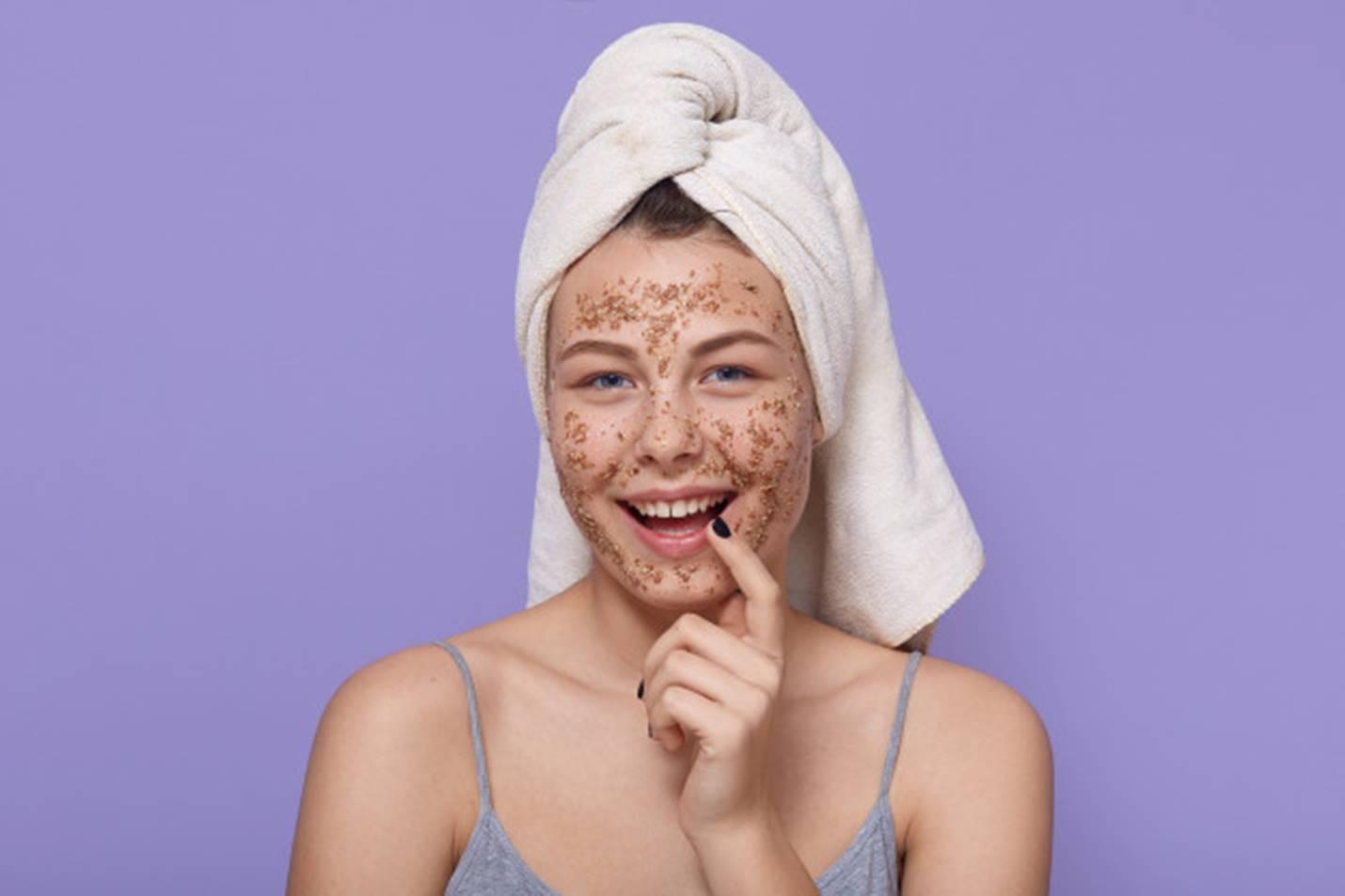 Esfoliantes naturais para remover manchas do rosto