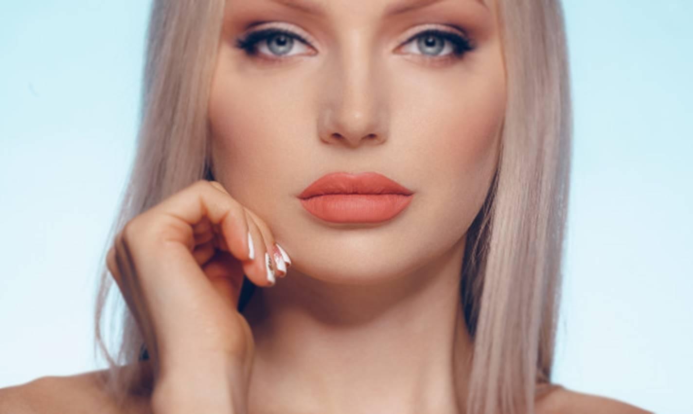 Veja como fazer botox natural para obter lábios grossos