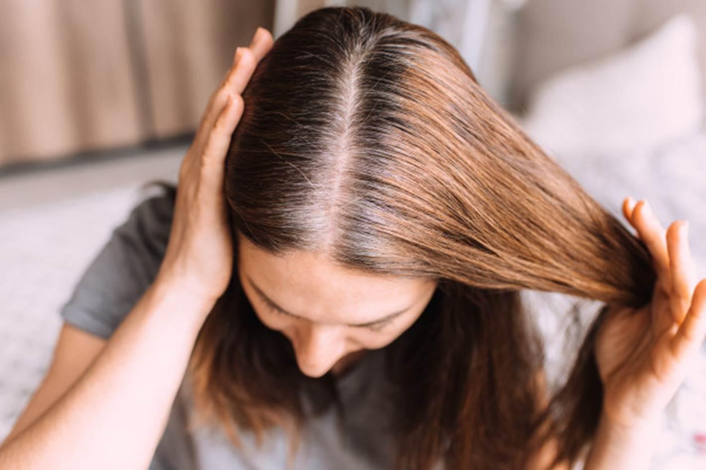 Previna a queda e elimine os cabelos grisalhos com babosa e bicarbonato