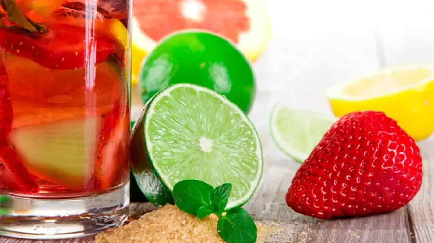 Aprenda a fazer águas com sabor deliciosas e refrescantes