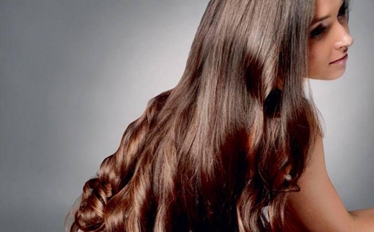 Morena de cabelo grande