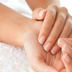 Mãos Expostas em cima da toalha