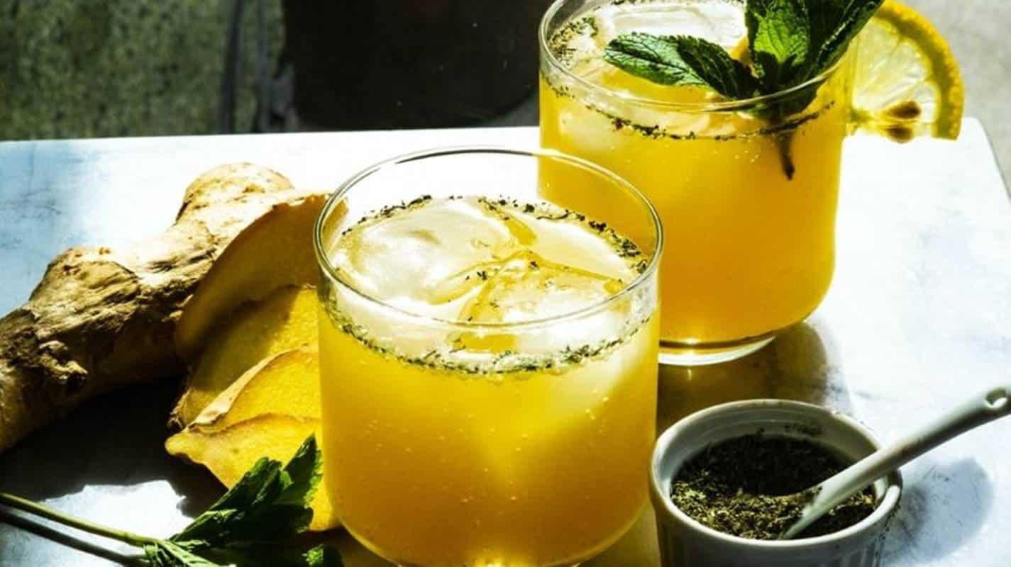 Exagerou no álcool? 5 bebidas para combater a ressaca do fim de semana