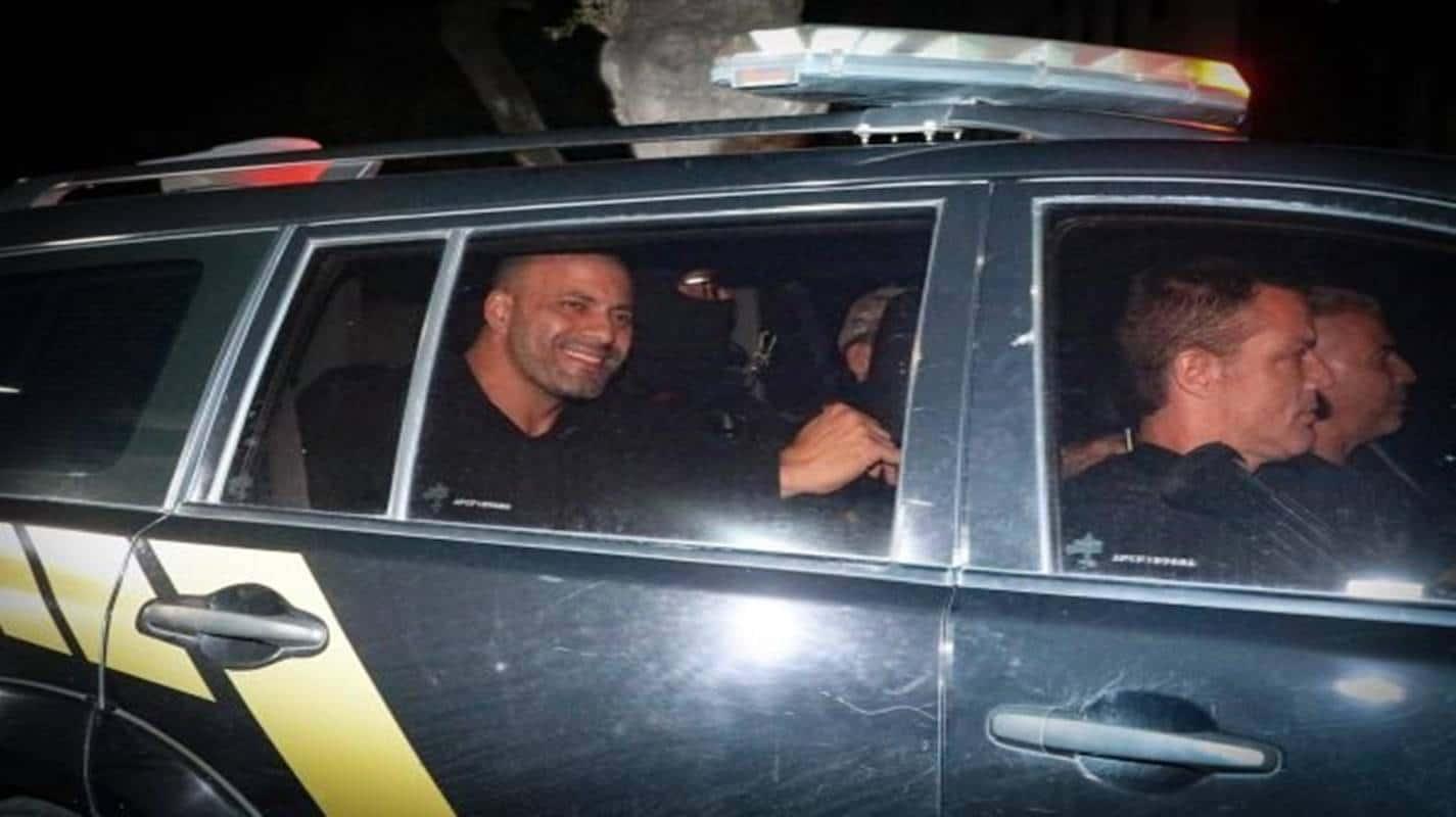 Deputado Daniel Silveira deixa o Batalhão Especial Prisional da PM no RJ