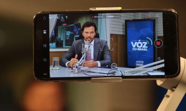 Tecnologia 5G estará disponível no Brasil em 2022, diz ministro das Comunicações