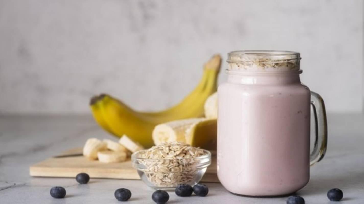 5 smoothies com aveia que irão ajudá-lo a perder peso de uma forma saudável