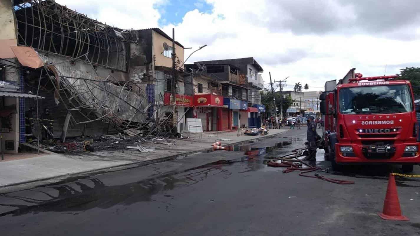 Idoso de 68 anos morre durante incêndio em loja de móveis em Salvador