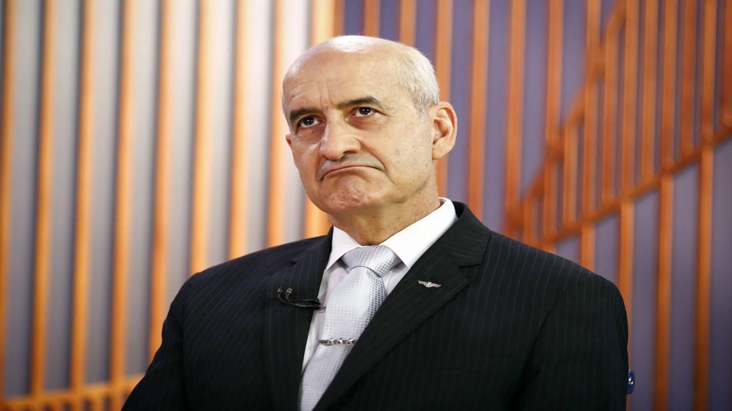 Em áudio vazado, ministro admite que tomou vacina escondido e faz alerta ao presidente