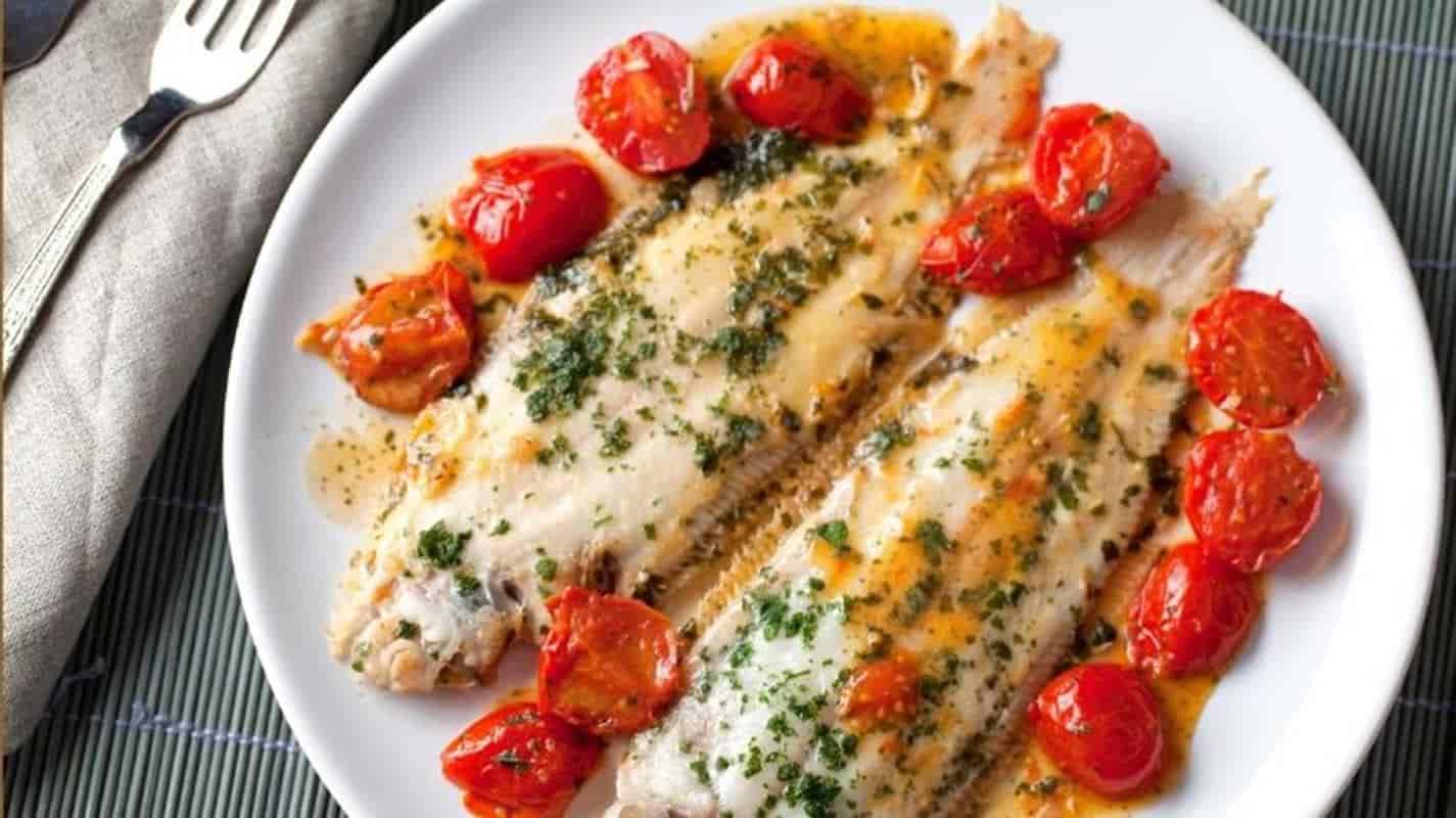 Peixe empanado com alho: um Jantar leve e pronto em 15 minutos