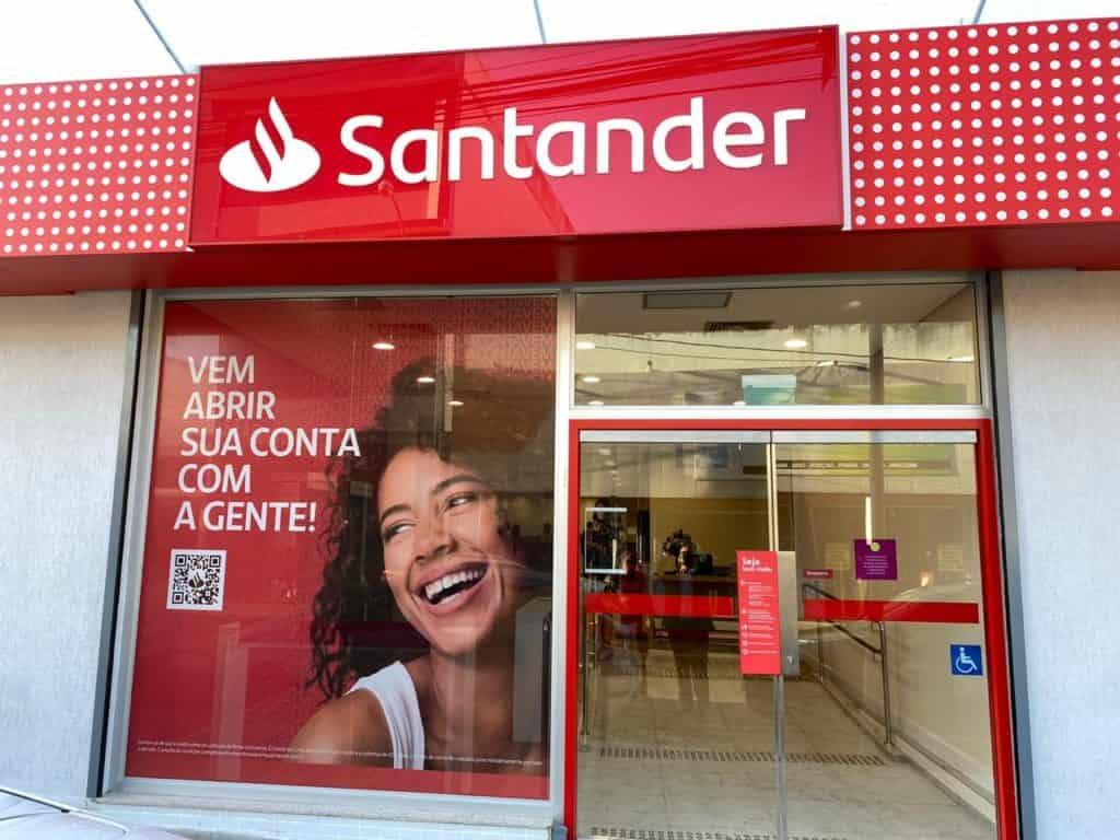 Santander abre 50 mil bolsas de estudo para área de tecnologia. Veja como se inscrever