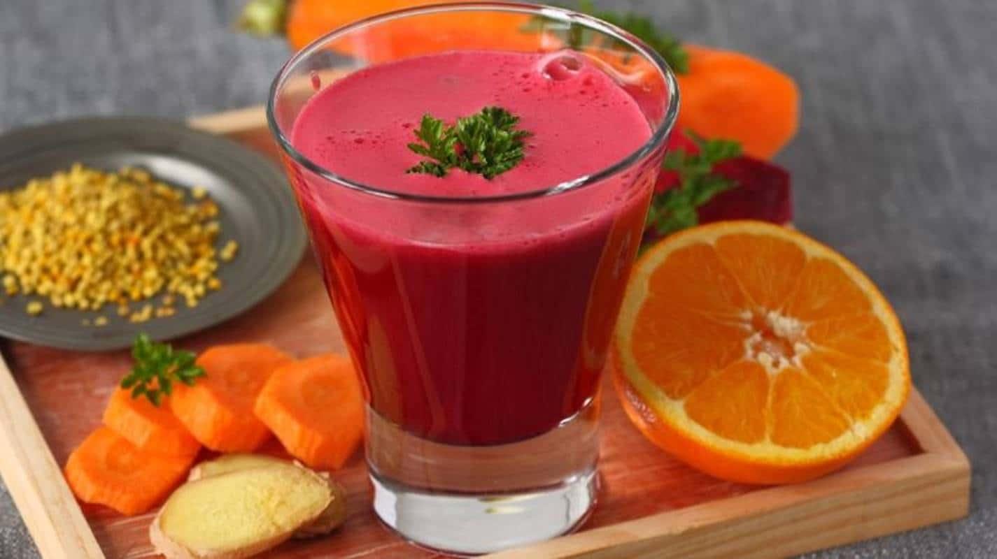 Comece o seu dia com este suco energizante de beterraba com laranja