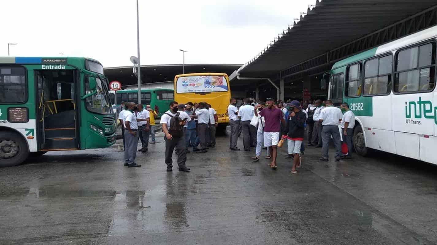 Salvador amanhece sem ônibus e rodoviários não descartam nova paralização