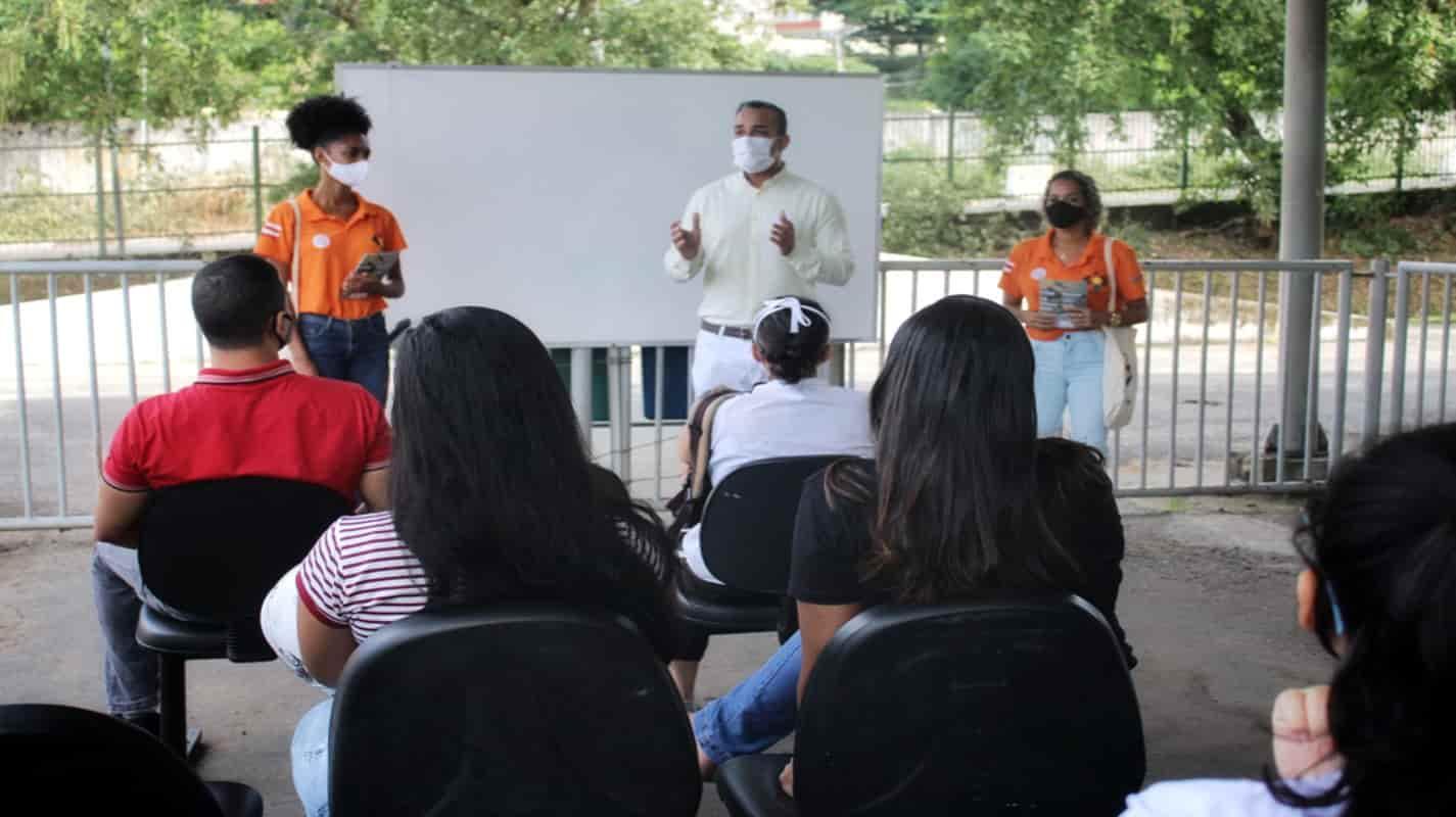 Detran-BA promove ação educativa para candidatos à primeira CNH