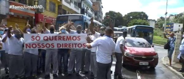 Rodoviários fazem protesto e fecham Estação da Lapa, em Salvador