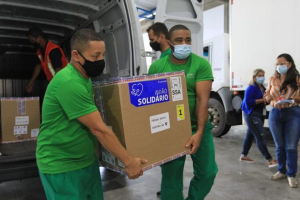 Bahia recebe primeiro lote de vacinas da Pfizer e mais 405 mil doses da AstraZeneca