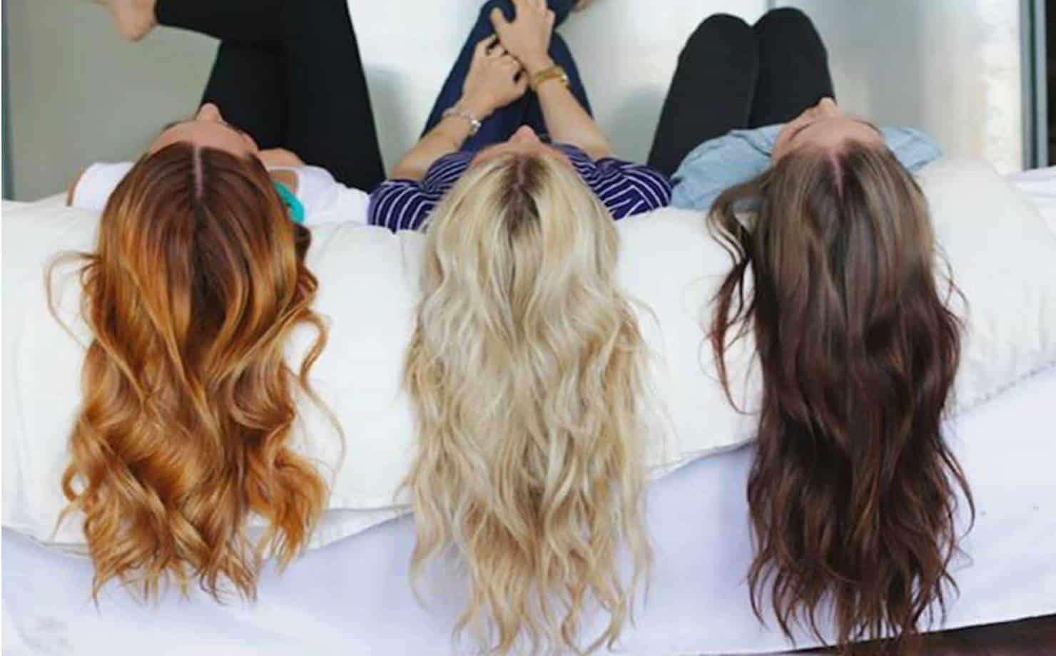 Mulheres Exibindo Cabelos Coloridos