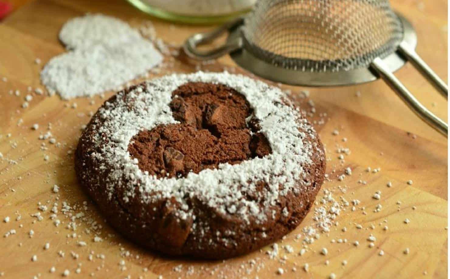Uma delícia: saboreie uns biscoitos de chocolate com 5 ingredientes