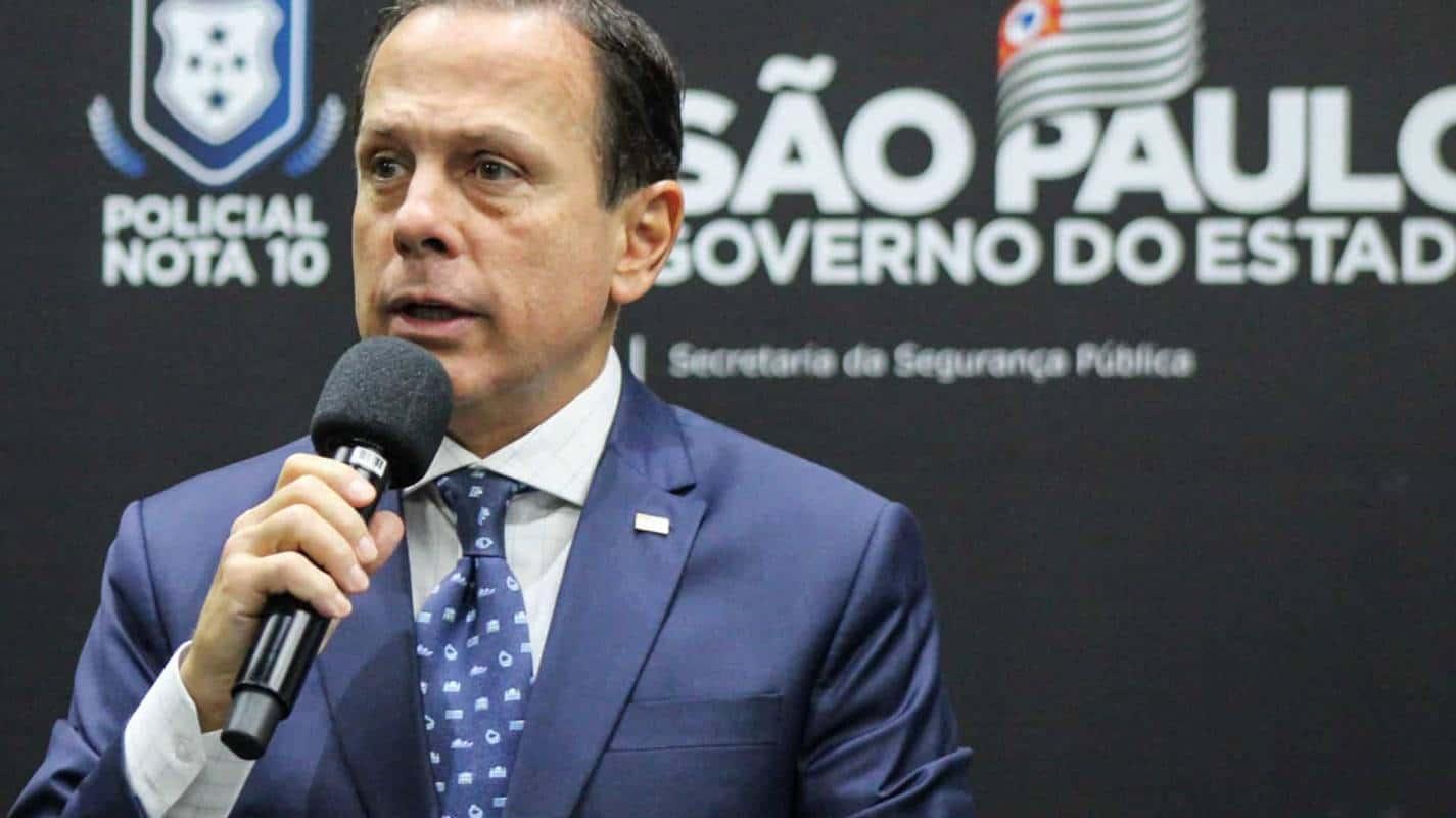 Governo anuncia auxílio de R$ 300 a quem perdeu parente para a covid-19