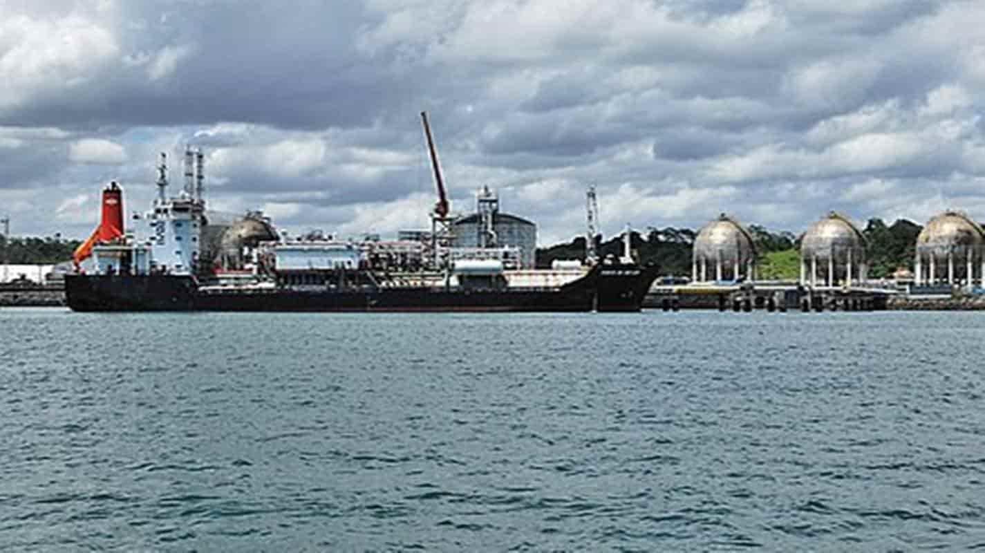 Navios ficam em quarentena na costa de Salvador após tripulantes pegarem Covid-19