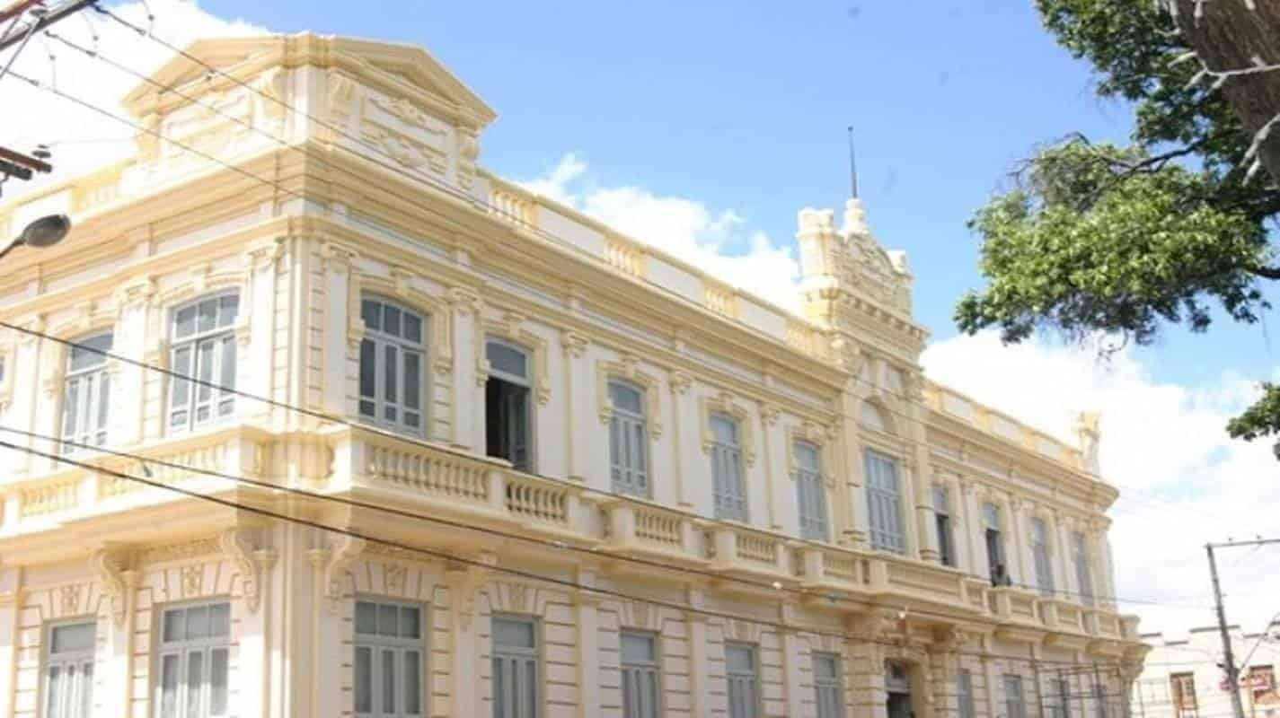 Prefeitura decreta funcionamento normal de órgãos públicos durante feriado em Feira de Santana