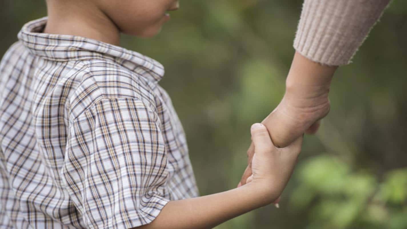 Governo planeja pagar benefício de R$ 250 para órfãos de vítimas da Covid-19