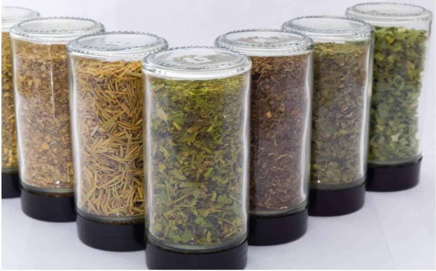 Como desidratar ervas frescas no microondas em menos de 5 minutos