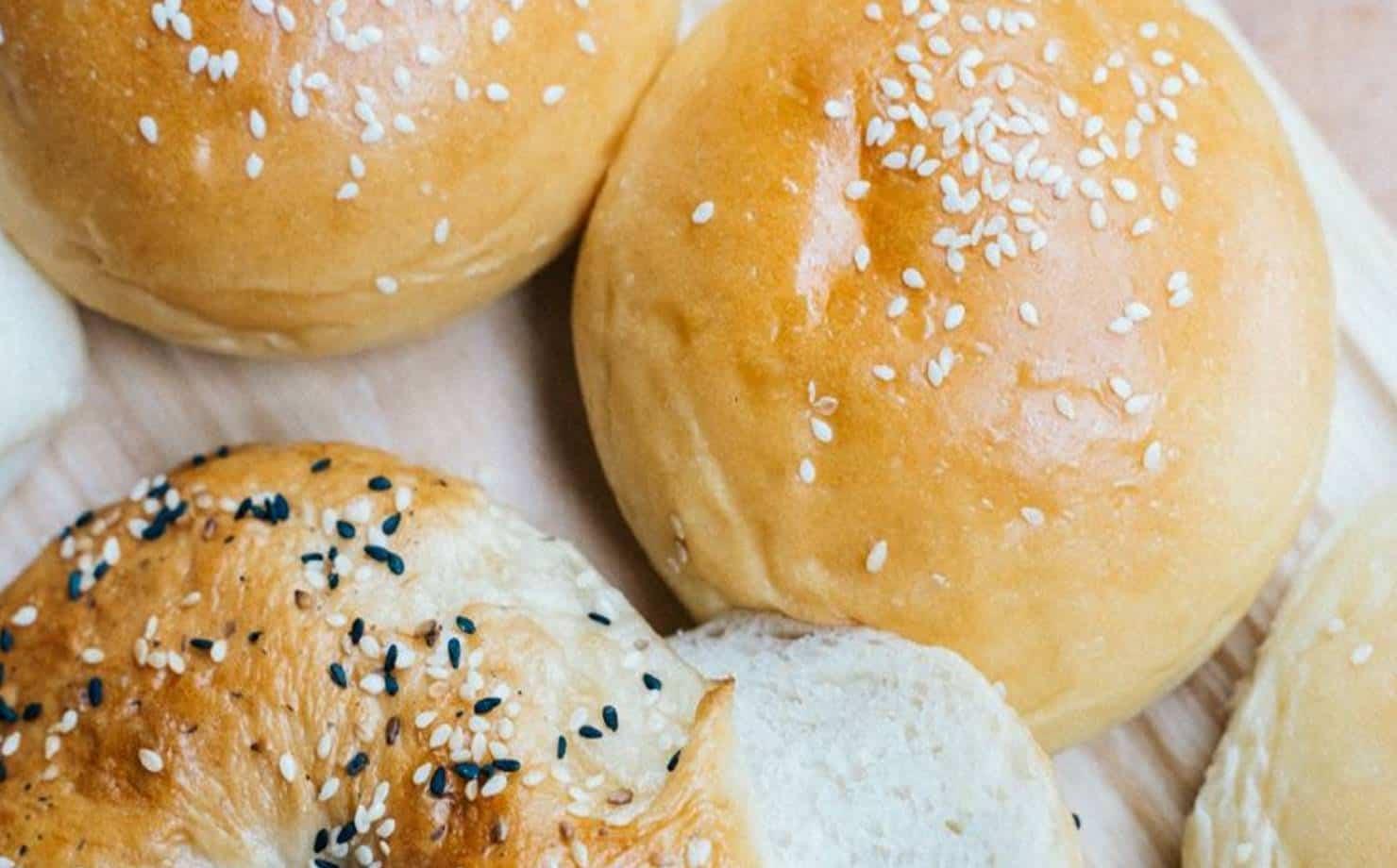 Pão de batata na bancada