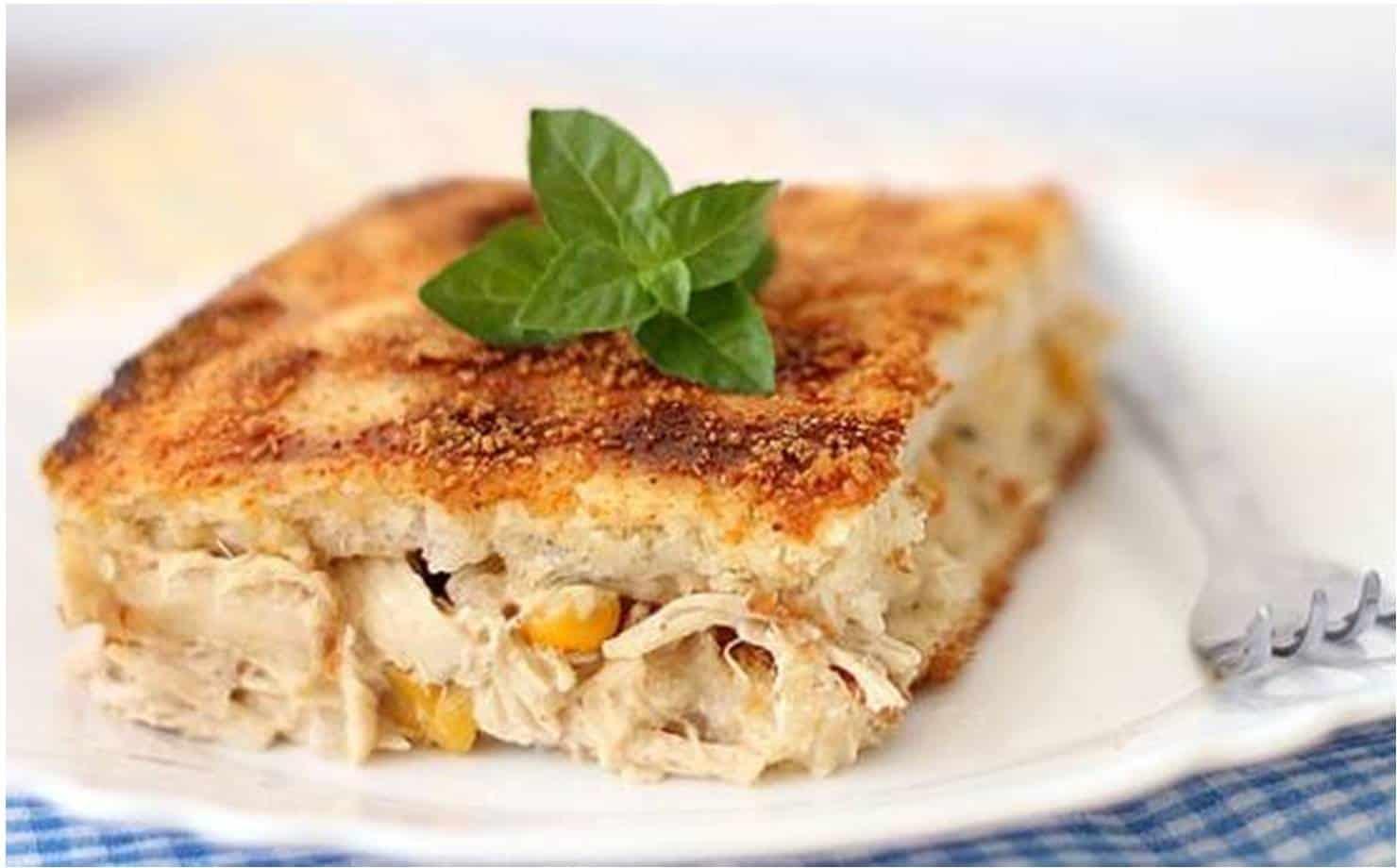 Torta gratinada feita com pão de forma; um lanche fácil e delicioso