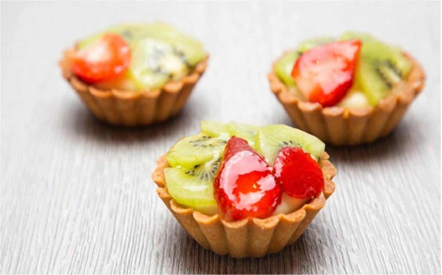 Muito fácil: prepare deliciosas tortinhas de frutas sem forno