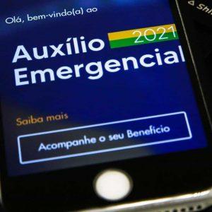 Celular no APP do Auxílio Emergencial