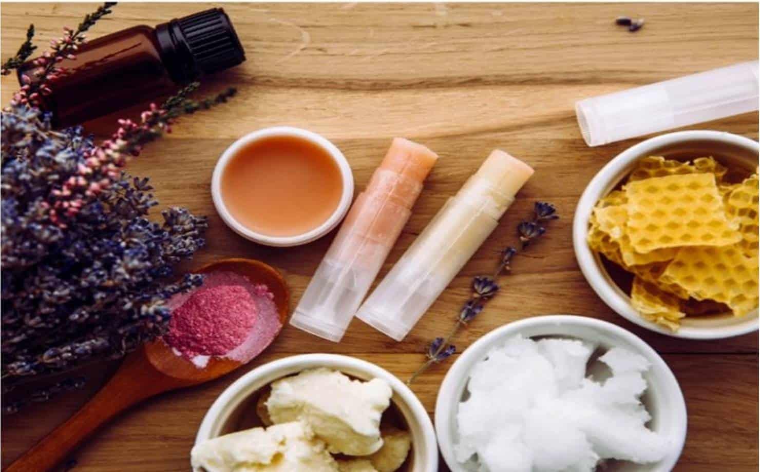 Batom Caseiro na Mesa com Ingredientes