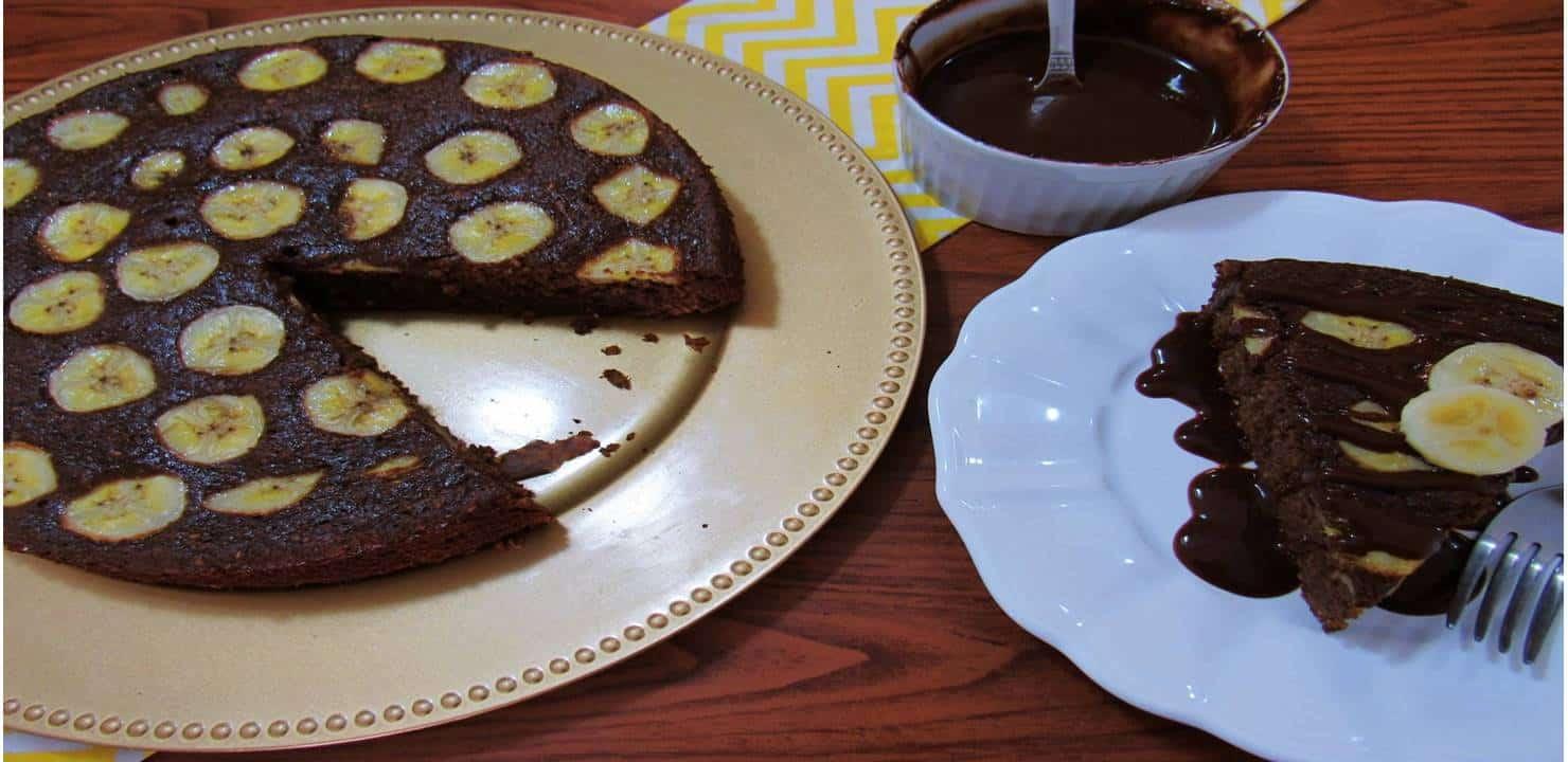 Bolo de Banana com calda de Chocolate