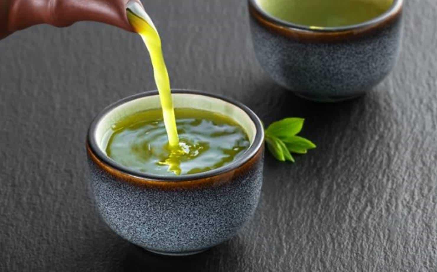 Chá de Alface na Xícara