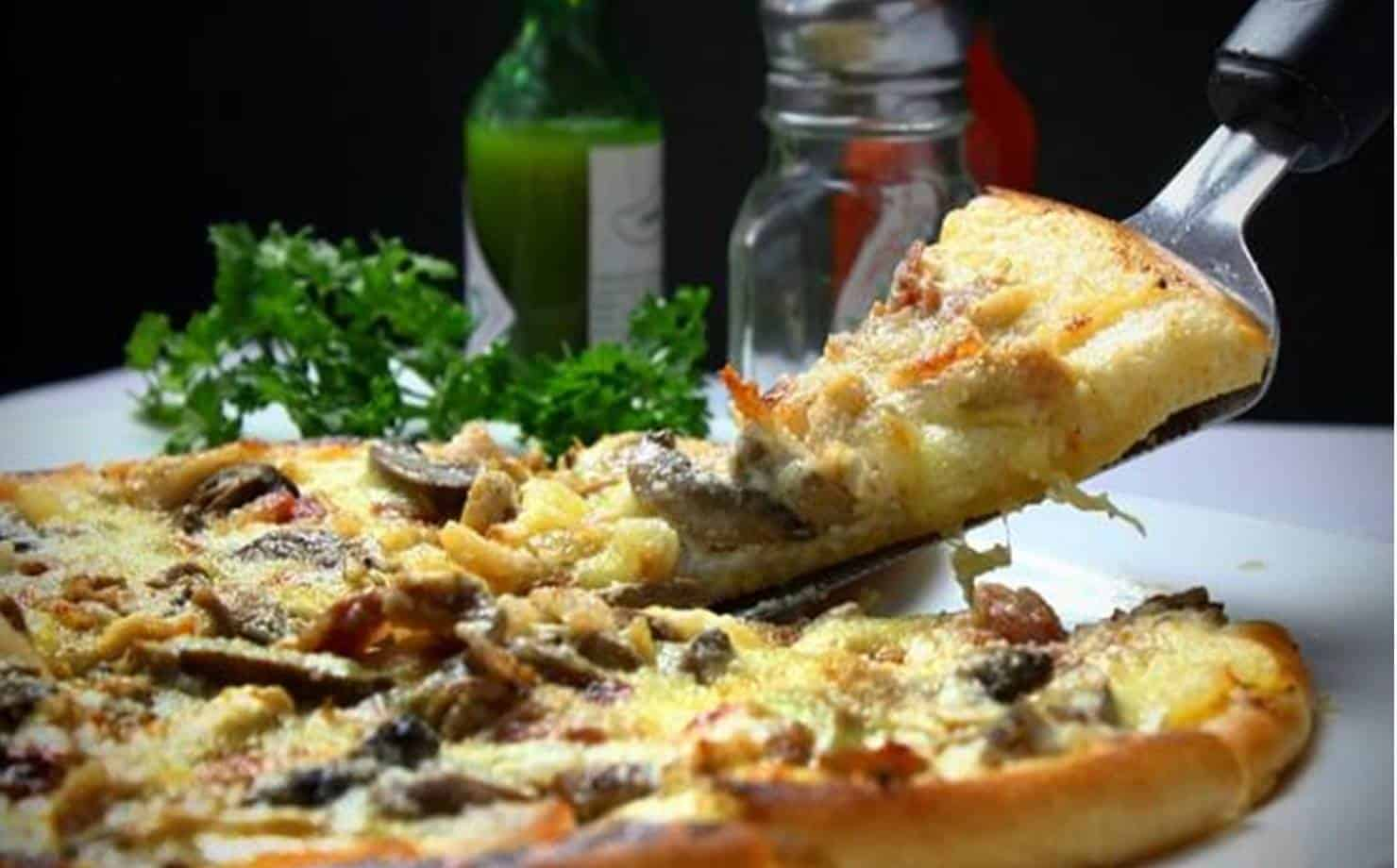 Pizza de Batata na Mesa
