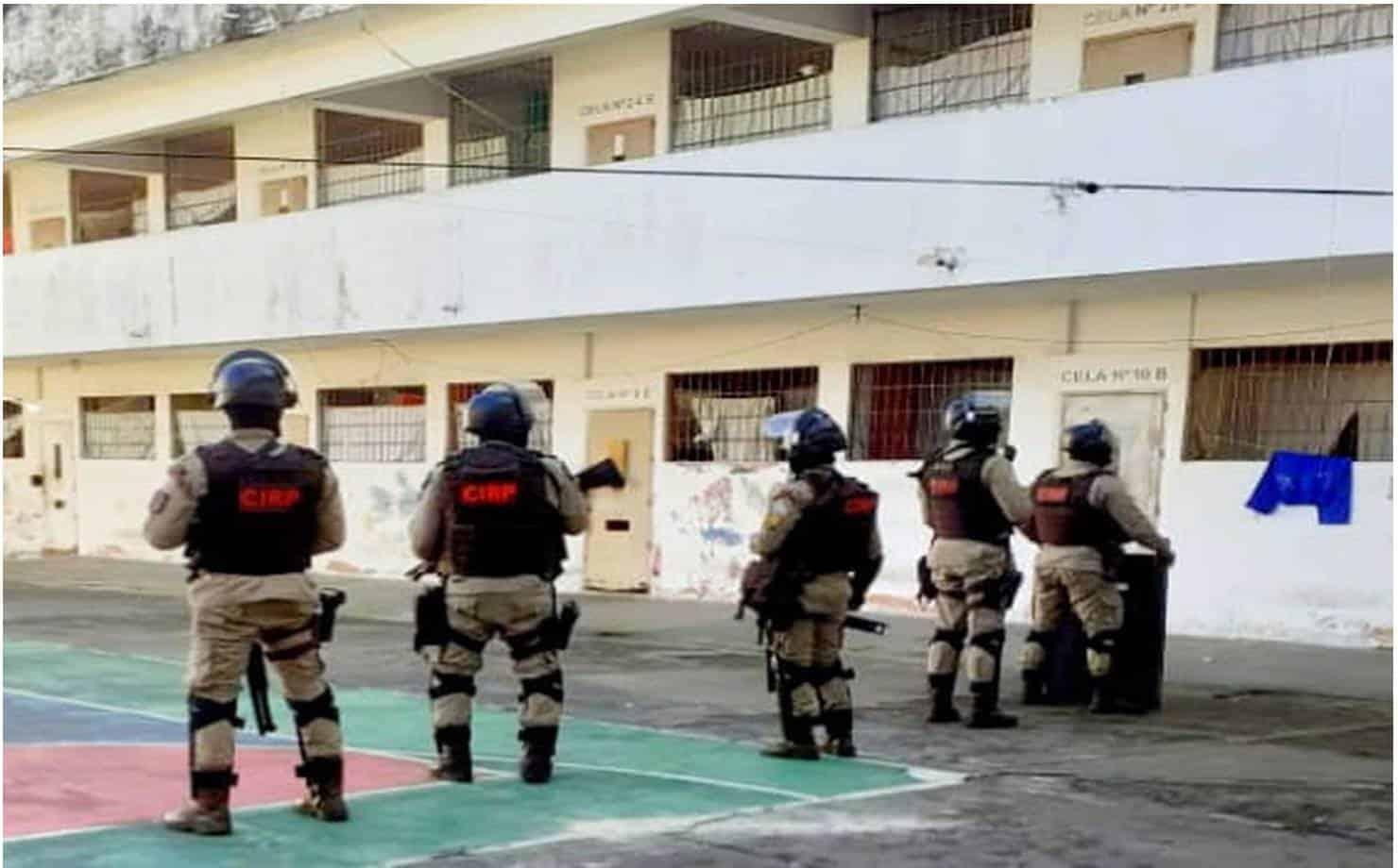 Simões Filho: policiais encontram drogas e 45 celulares dentro de celas no presídio