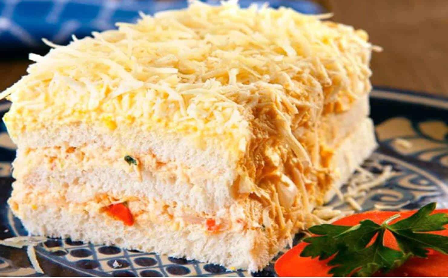 Pedaço de Sanduíche de Pão de Forma no Prato