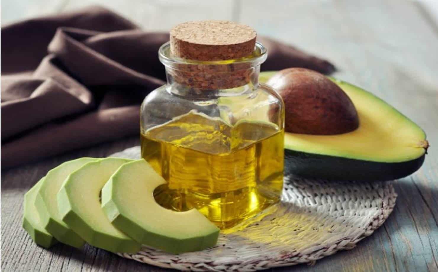óleo de abacate caseiro no frasco de vidro
