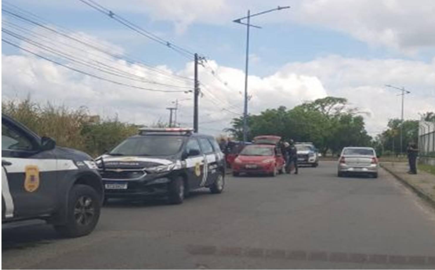 Corpo de suspeito de explosão em Simões Filho é encontrado dentro de veículo