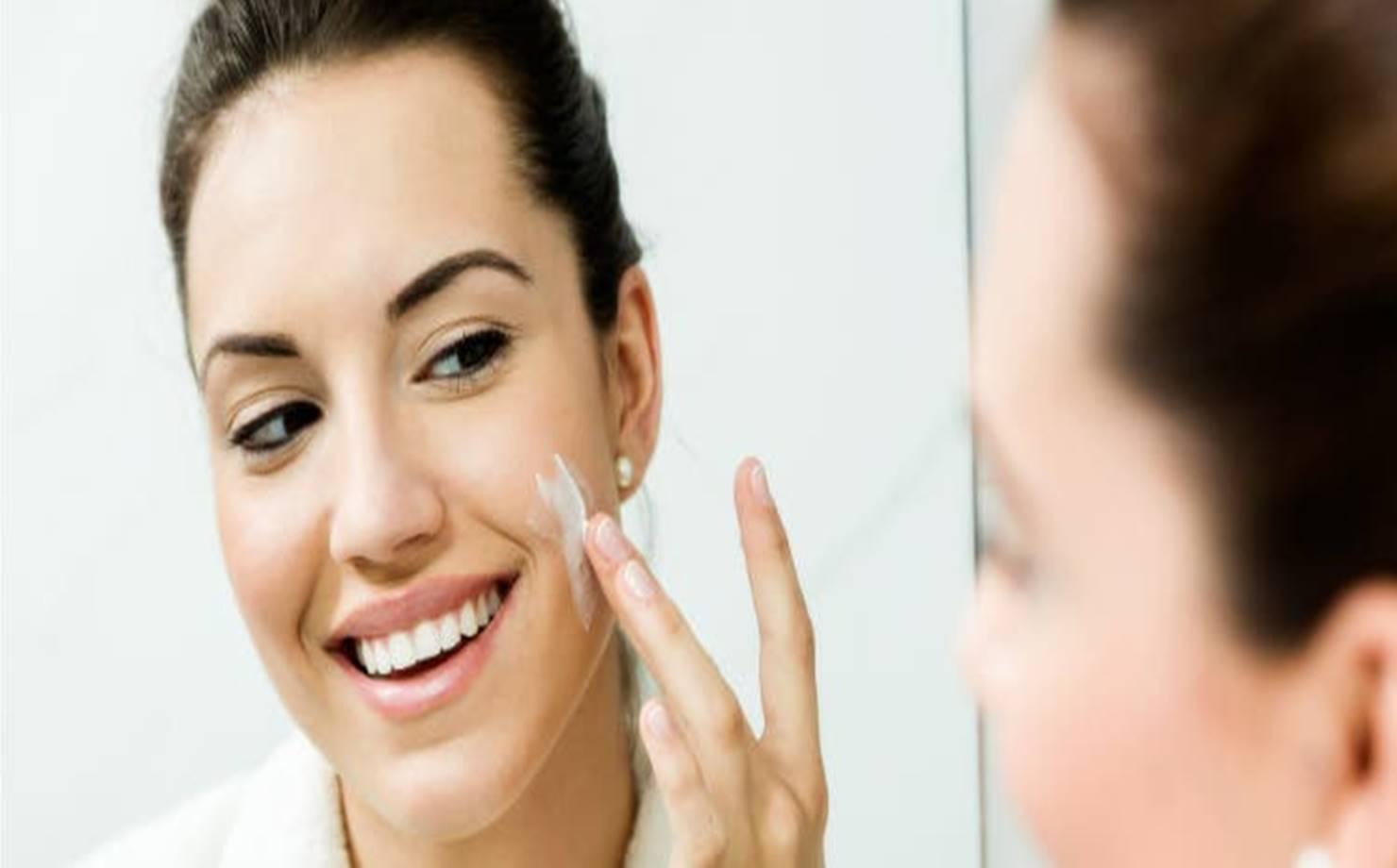 Obtenha uma pele mais firme com este creme firmador facial caseiro