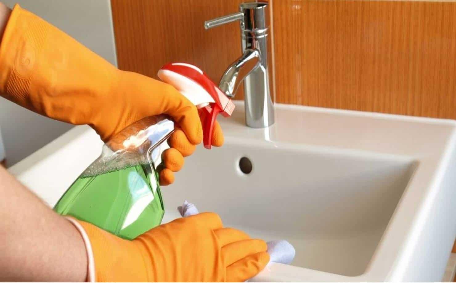 Aprenda a preparar seu próprio limpador multiuso